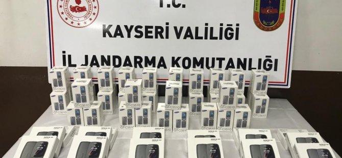 61 adet kaçak cep telefonu ele geçirildi