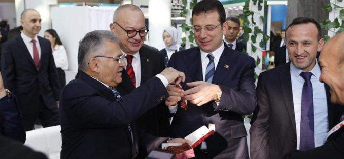 Başkan Büyükkılıç Kayseri pastırması ikram etti