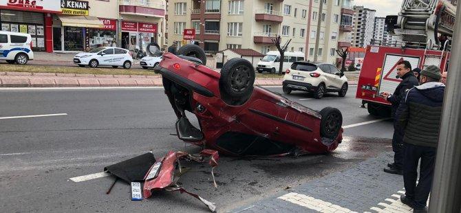 Erkilet bulvarında Takla atan otomobilin sürücüsü hafif yaralı olarak kurtuldu