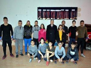 Bünyan Belediye Başkanı Özkan Altun, Bünyan Halter Takımını ziyaret etti