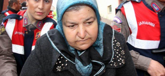 Babaannesi öldüren toruna 10 yıl hapis cezası, geline beraat