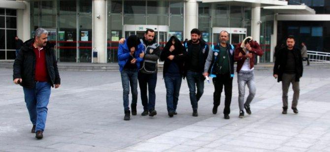 Kayseri'de bin 300 tl için caminin çelik kasasını çalan 3 kişi yakalandı
