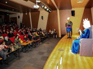 Talas'ta Kare Ülkesine Yolculuk oyunla anlatıldı