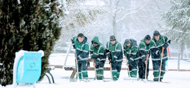 Kocasinan'da kar mesaisi aralıksız sürüyor