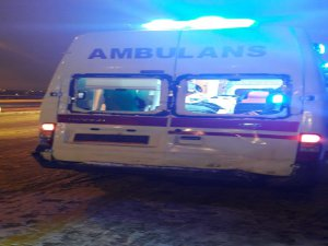 Sarız ilçesinde Hasta sevk eden ambulans kaza yaptı: 2 yaralı