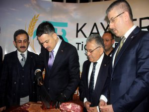 """""""CHP'nin genel başkanına bir kağıt tutuşturuyorlar, diyorlar ki 'Efendim saman ithal ediyoruz.'"""""""