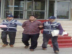 KAYSERİ'DE BAKAN YARDIMCISIYIM DİYEREK İŞ VAADİYLE 125 BİN TL DOLANDIRDI