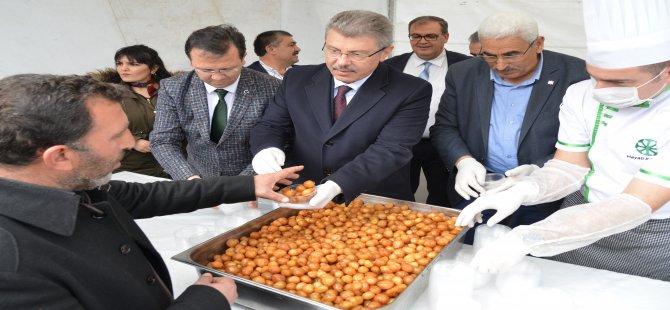 Kayseri Şeker Hunat'ta İdlib Şehitleri anısına lokma tatlısı dağıttı
