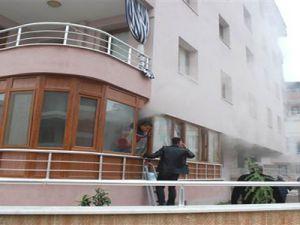 Kayseri'de Oturan Genç: Kız Arkadaşının Evini Yaktı Kendisini Bıçakladı