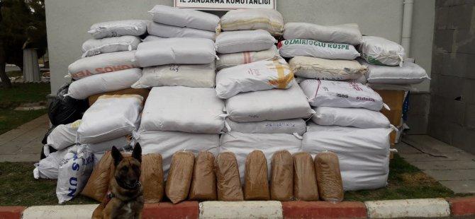 Jandarma Kargo aracında 2 buçuk ton kaçak tütün ele geçirdi