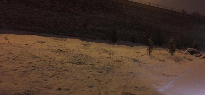 Kayseri, gece saatleri itibariyle yağan kar ile beyaza büründü-foto