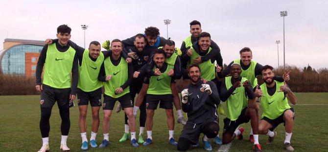 Kayserisporlu futbolculara yurtdışı yasağı