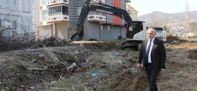 Yahyalı Belediyesi yeni mahallelerde yol açma çalışmalarına hız verdi
