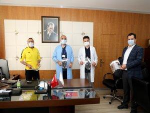 Talas'tan sağlıkçılara  500 adet koruyucu siperlik hediye etti