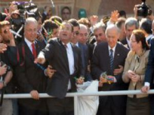AK Partili  Bozdağ ve MHP  Başkanı  Bahçe'li yan yana mesir macunu saçtı