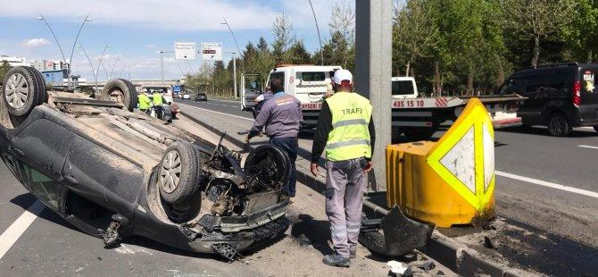 Kocasinan Bulvarında Refüje çarpan otomobil ters döndü: 3 yaralı