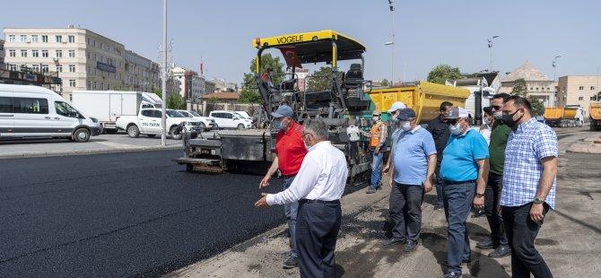 Cumhuriyet Meydanı'nda asfaltlama çalışmaları