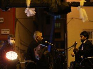 Develi Belediyesinden evde kalan vatandaşlar için müzik dinletisi bugün de devam etti