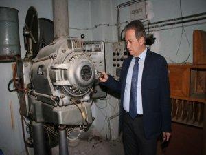 Sulu sistemin kullanıldığı sinema makinesi