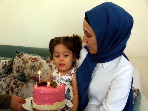 Başkan Cabbar,2 yaşındaki Nehir Eda Bülbül'e ve ailesine doğum günü sürprizi yaptı