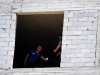 Toki demokrasi'de İnşaata çıkan şahsı polis ikna etti