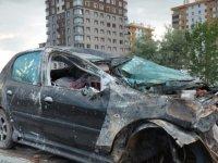 Talas'ta otomobil takla attı duvara çarptı: 3 yaralı