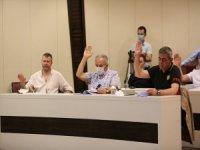 Kocasinan Belediyesi meclis üyelerine Kayserispor tişörtü hediye etti