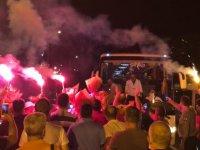 Kayserispor, hava alanında taraftarın desteği ile karşılaştı
