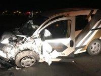 Horsana'da ticari araçla  otomobil kafa kafaya çarpıştı: 5 yaralı