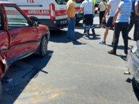 Sivas Caddesinde İki araç kavşakta çarpıştı; 6 kişi yaralandı