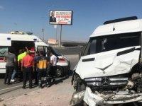 Kayseri'de Minibüsü ile otomobil çarpıştı: 4 yaralı