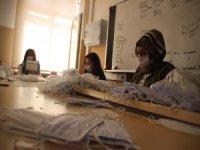 Bu okulda pandemi sürecinde 2 milyon maske ürettiler