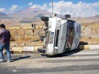 Develi'de Kamyonla minibüs çarpıştı: 7 yaralı