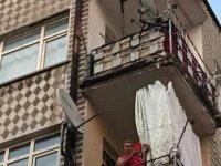 Kayseri'de İntihar için çatıya çıkan genç kız ikna edildi