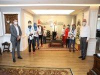 Şampiyonlar, madalyalar ile Başkan Palancıoğlu'nu ziyaret etti