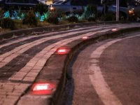 Talas'ın kavşaklarına ışıklı reflektörler konuyor
