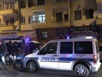 Esenyurt'ta silahlar konuştu berbere sığındı 1 yaralı