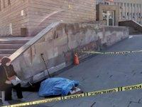 Kayseri valiliği önünde hayatını kaybetti