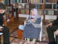 118 yaşında Zeliha nine,ördüğü çorapları askerlere gönderdi