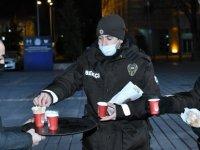 Kayseri Büyükşehir sıcak çay ve sandviç ikram etti