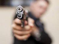 Sarız'da amca çocukları silahla bir birini yaraladı