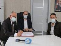Başkan Öztürk'ün girişimleriyle Yahyalı sağlık müdürlüğüne araç hibe edildi