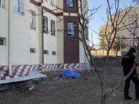 Kocasinan'da oturan Uğur Çevik 5 kattan atlayarak intihar etti