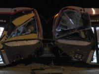 İldem'de iki tramvay çarpıştı: 2 kişi yaranladı