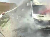 Kolsuz rampasında kamyonet alev alev yandı
