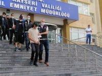 KAYSERİ'DE UYUŞTURUCU OPERASYONU ARANAN 2 KİŞİ,İLE 1'İ KADIN 6 GÖZALTI