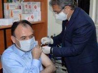 Aşı yaptıran Milli eğitim müdürü coronavirüse yakalandı