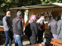 Büyükşehir Belediyesi Erü'de Öğrencilere Çorba Dağıttı