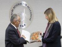 İngiliz müsteşar Kayseri Büyükşehir Belediyesi'ni ziyaret etti