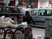 Kayseri'de çöpten ekmek parası kazanan anne